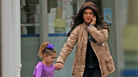 teresa-giudice-post-office-before-prison-pp